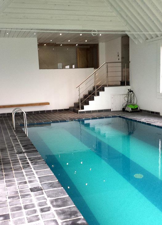 Piscine le briquemont maison d h tes avec piscine for Piscine desjoyaux rochefort